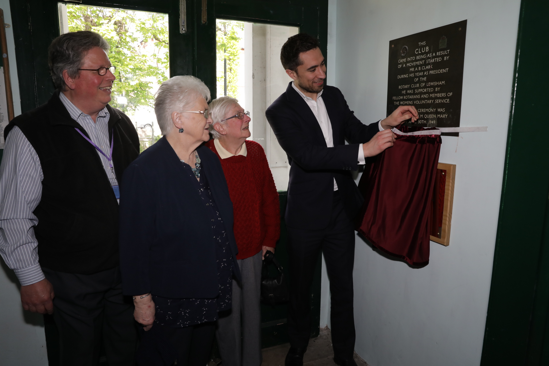 Mayor Damien Egan unveiling the plaque